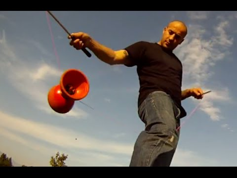 Amazing Diabolo Performance! Cool Skills