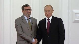 Владимир Путин вручил Павлу Басинскому госнаграду за вклад в развитие отечественной литературы
