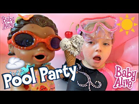 BABY ALIVE has a POOL PARTY INSIDE! ICE CREAM FUN! The Lilly and Mommy Show. The TOYTASTIC Sisters