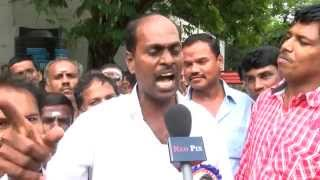 Lingaa impact - Rajini Fans Gather at his Residence and Demanded him to Start a Political Party