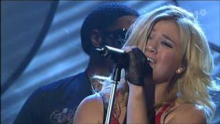 Kelly Clarkson Behind These Hazel Eyes Live