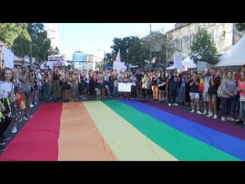 Far Right Protesters Disrupt Serbia Gay Pride Parade