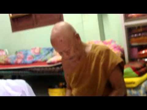 หลวงพ่อชุบ วัดวังกระแจะ ปลุกเสกหนุมานอมตฤทธิ์และพระปิดตา จนของขึ้น!