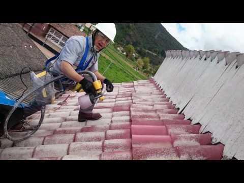 Limpieza, pintura e impermeabilización de cubierta en teja de fibrocemento.