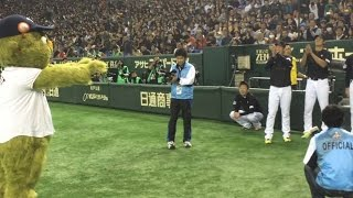 Orbit plays catch with Samurai Japan team