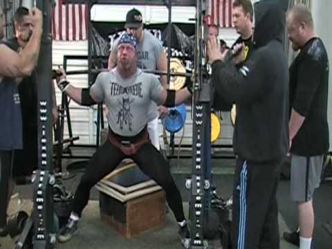 Chuck Vogelpohl squat training for Lexen 2010 Pro-Am - YouTube