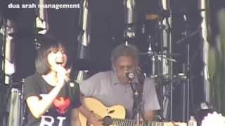 Video Lea Simanjuntak & Iwan Fals - Awang Awang (Konser 3R#3 Aluminium) download MP3, 3GP, MP4, WEBM, AVI, FLV September 2018