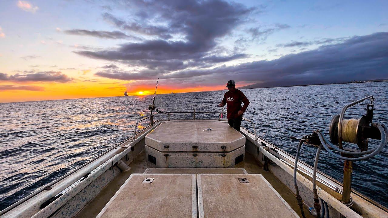 80 MILE HAWAII CHANNEL CROSSING!  BRINGING THE FISHING BOAT HOME! KAUAI TO OAHU - FISHING IN HAWAII