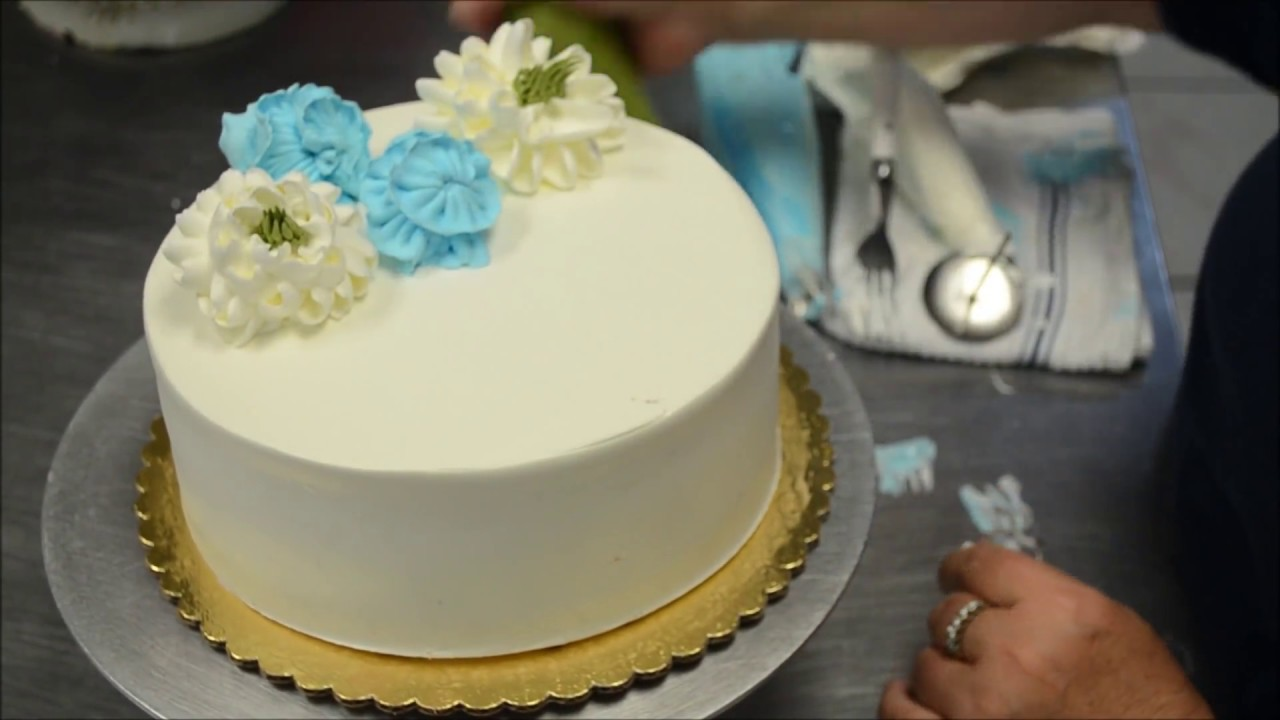 Cake Decorating Tutorial On How To Design Cream Flowers On A
