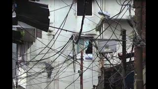 Las 'telarañas' de cables que a diario causan emergencias en Buenaventura y atemorizan a su gente