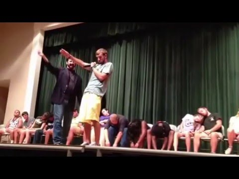 CleanHypnoShows by William Mitchell - Singing at Abraham Baldwin Agricultural College