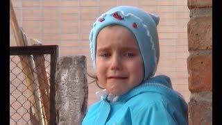 Катя плачет, потому что ВДРУГ займут качельку