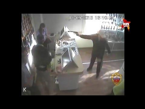 Полицейские задержали преступников, грабивших салоны сотовой связи в карнавальных масках