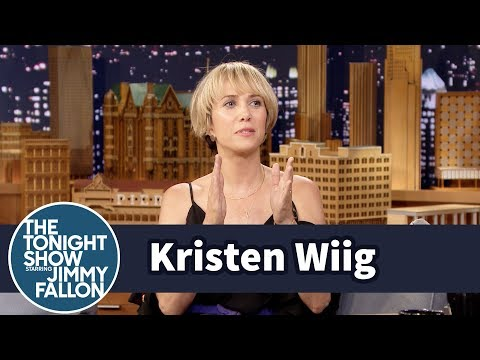 Kristen Wiig Makes Up Fake Cocktail Recipes on the Spot