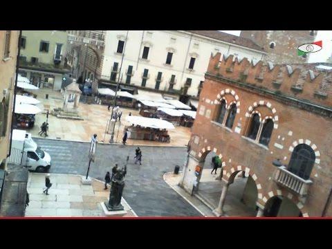 Verona Italy Livecam Webcam Live Cam Streaming Piazza Erbe Romeo and Juliet