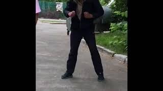 Наркоман на улице Урицкого Киев