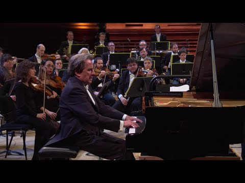 Beethoven : Concerto pour piano et orchestre n°1 en ut majeur op. 15 par Rudolf Buchbinder