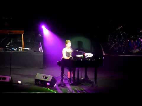 [HD] Sara Bareilles - Gravity (Live in Jakarta 2011)