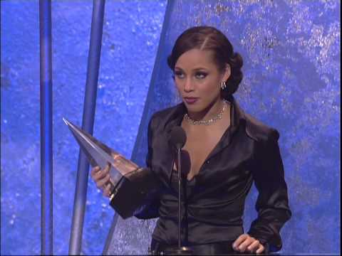 Alicia Keys wins Favorite Soul/R&B Female Artist -- AMA 2004