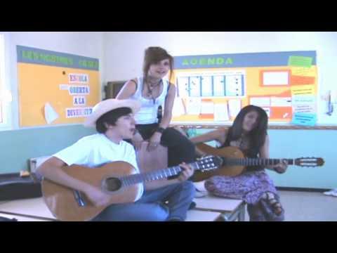 LipDub Paula Montal Escolàpies Figueres (Applejack-The Triangles)