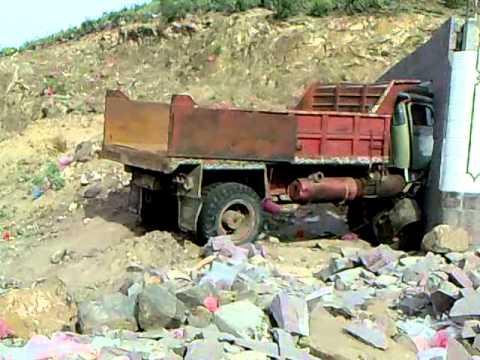 yemen truck runs into house