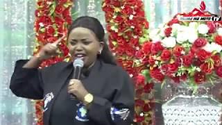 Rev  Lucy Natasha atoa agizo kali na watu kuandika majina ya ukoo kwani kuna vitu vitatokea | sikia