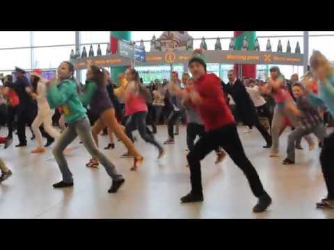 Видео: Новогодний флешмоб в Домодедово