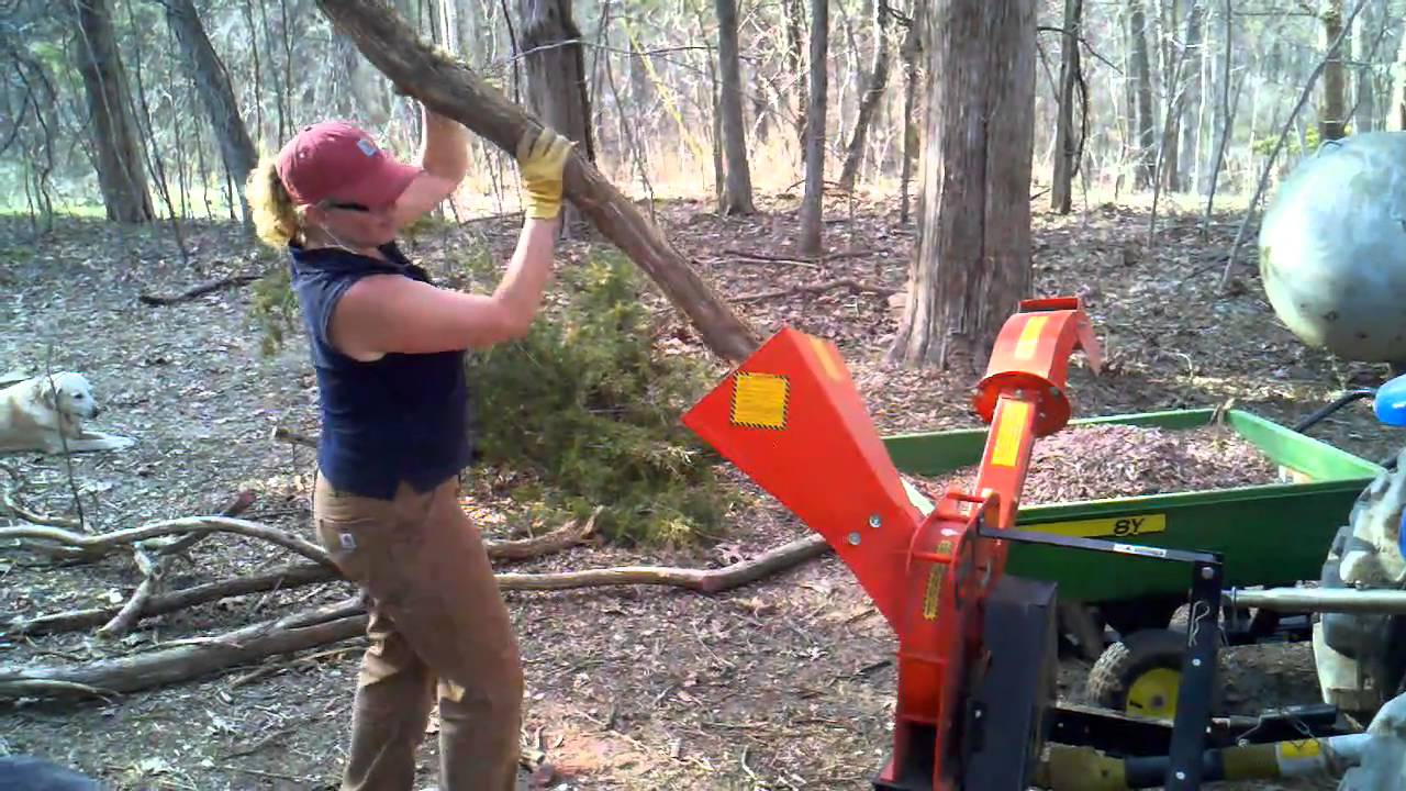 Chipping A Ceder Log With 3 Point Dr Chipper Youtube