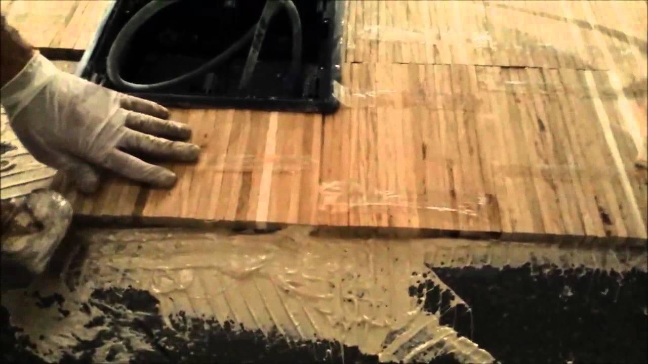 Posa in opera di parquet industriale - YouTube