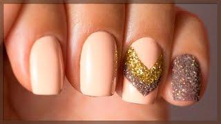 Дизайн ногтей гель лаком, блестками и акриловой пудрой в осенних тонах. Бежевый с коричневым маникюр