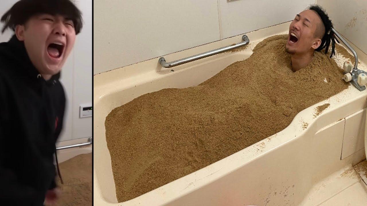 友達の家で勝手に砂風呂やってみた【ドッキリ】