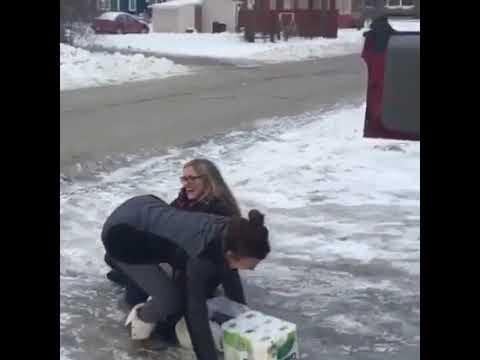 Cosa fa la gente pur di rompere il ghiaccio!