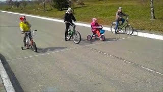 Видео для детей Устроили соревнования на велосипедах