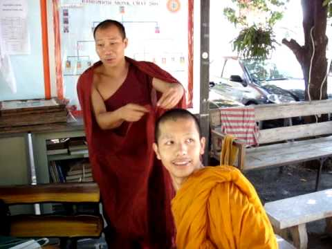 A Monk In The Changmai Temple Showed How To Wear The Cassock-1