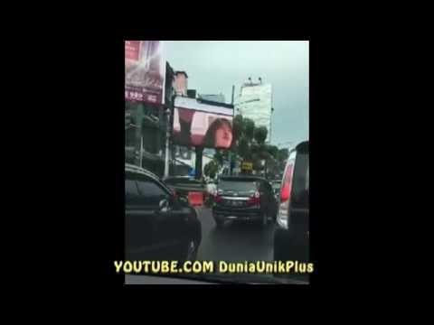 GILA! Film Panas di Putar di Billboard - Papan Reklame Jakarta Selatan.
