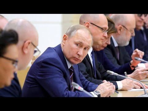 В России предлагают заменить президента верховным правителем