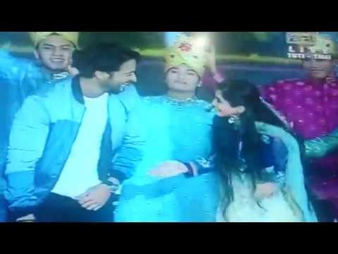 Shaheer Sheikh And Soumya Seth Dance Bekaboo On Bolly Star Vaganza