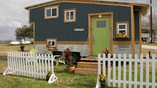 Video The Good Life In This Tiny House (With 2 Decks) download MP3, 3GP, MP4, WEBM, AVI, FLV Juni 2018