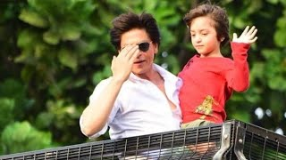Shahrukh Khan With Son Abram Khan Wishing Eid Mubarak To FANS Outside Mannat