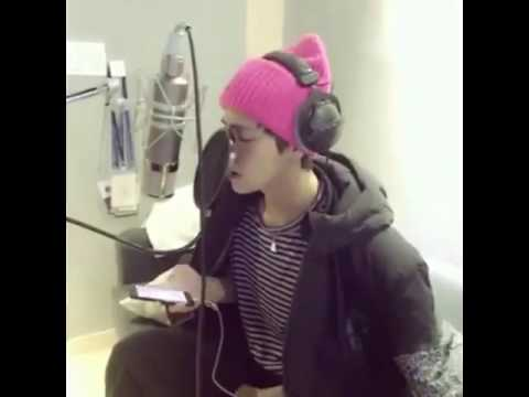 BTS - V ; Singing a Christmas Song 💯