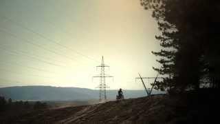 Обзор мотоцикла Ямаха Серов 225 (Yamaha Serow 225)(Мотошкола: http://motonastavnik.ru (ищу спонсоров) Съёмка и монтаж: Глеб Белоусов http://vk.com/id82472517 Обзор ведёт: Роман Загар..., 2014-04-15T21:30:19.000Z)