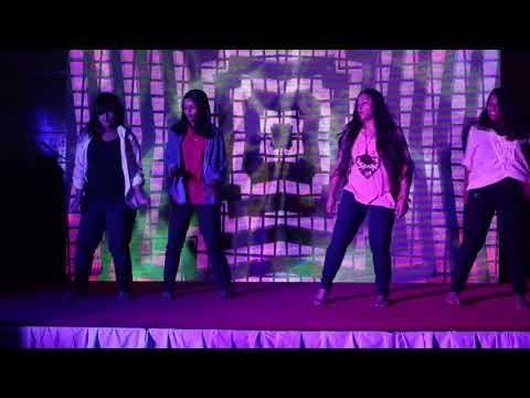 KAR GAYI CHULL DANCE PERFORMANCE BY IQRA, AHONA, SAMIRA & ESRAT IN FACE 2 FACE FALL 17