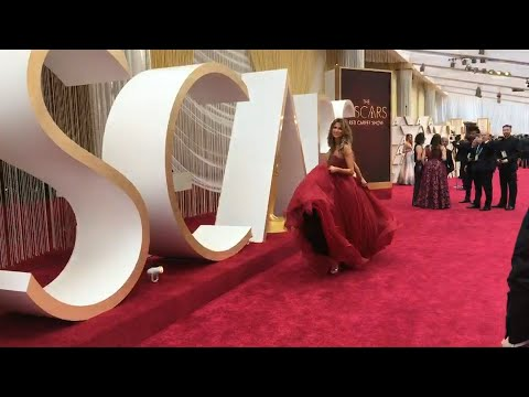 Journalists And TV Presenters Wait For Stars On The Oscars Red Carpet | AFP