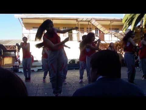Vikingos Coreografía San Fernando College 2015