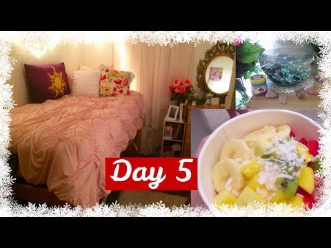 VLOGMAS Day 5: Dorm Room Tour + Vegan FroYo!