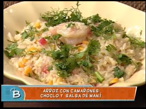 Arroz con camarones, choclo y salsa de maní
