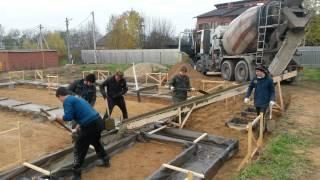 Заливаем с лотка(Заливаем основание фундамента бетоном М350 П4 с лотка., 2016-03-31T09:07:21.000Z)