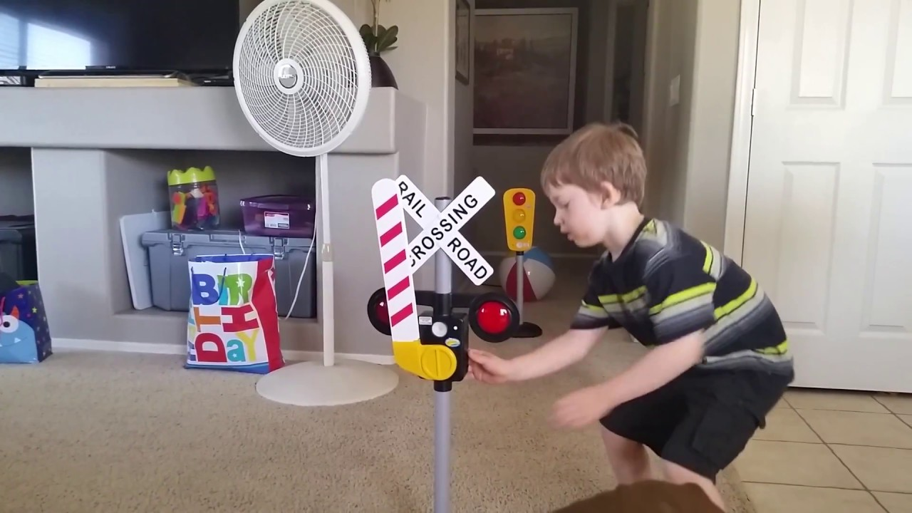 Jaxon Reviews Pavlov Z Toyz Talking Railroad Crossing Sign Youtube