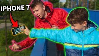 ROZWALIŁ MOJEGO IPHONA 7! - ZEMSTA BRATA