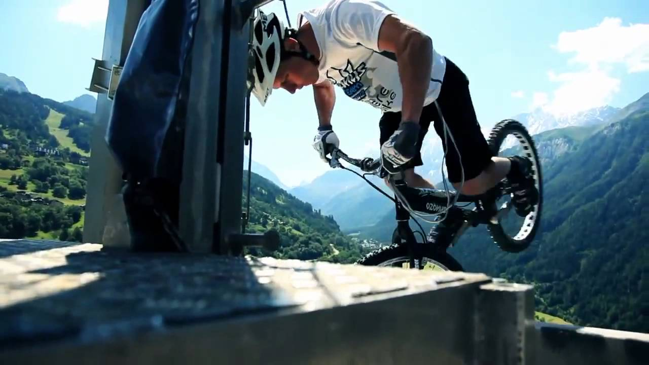 ride on the roof trial mtb 380m above ground les arcs youtube. Black Bedroom Furniture Sets. Home Design Ideas